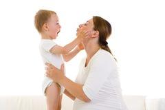 Zwangere moeder met zoon stock afbeelding