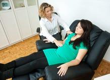 Zwangere vrouw bij therapie Royalty-vrije Stock Afbeelding