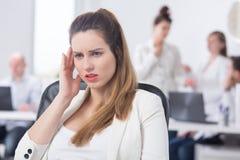 Zwangere vrouw die hoofdpijn heeft Stock Afbeelding