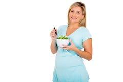 Zwangere vrouw die salade eet Stock Foto's