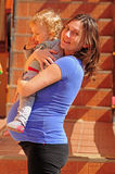 Zwangere vrouw en babyjongen Stock Fotografie