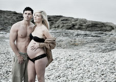 Zwangere vrouw met de mens Stock Afbeeldingen