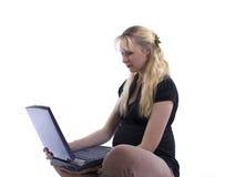 Zwangere vrouw met laptop royalty-vrije stock foto