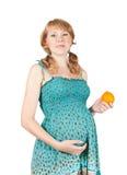 Zwangere vrouw met sinaasappel Stock Fotografie