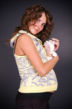 Zwangere vrouw met stuk speelgoed Royalty-vrije Stock Foto
