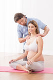 Zwangere vrouw op klassen royalty-vrije stock afbeeldingen