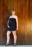 Zwangere vrouw openlucht Stock Fotografie