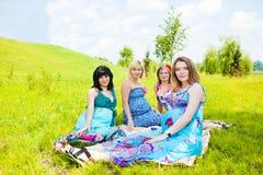 Zwangere vrouwelijke vrienden Stock Foto's