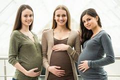 Zwangere vrouwen Stock Foto's