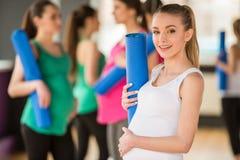 Zwangere vrouwen bij gymnastiek Royalty-vrije Stock Fotografie