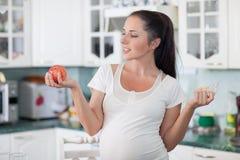 Zwangerschap en een gezond voedsel. Royalty-vrije Stock Afbeeldingen