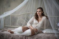 Zwangerschap, moederschap en gelukkig Stock Fotografie