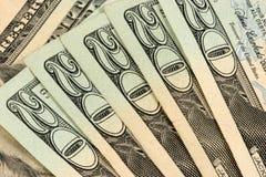 Zwanzig Dollarscheine gestapelt stockfoto