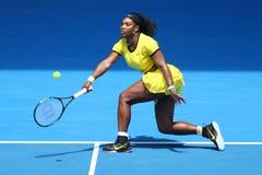 Zwanzig einmal Grand Slam-Meister Serena Williams in der Aktion während ihres Viertelfinalematches an Australian Open 2016 Stockfotos