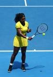 Zwanzig einmal Grand Slam-Meister Serena Williams in der Aktion während ihres Viertelfinalematches an Australian Open 2016 Lizenzfreie Stockfotografie