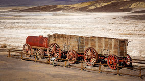 Zwanzig Maultier Team Wagon in Death Valley Lizenzfreie Stockfotografie