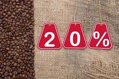 Zwanzig-Prozent-Rabatt und Kaffeebohnen Lizenzfreies Stockbild