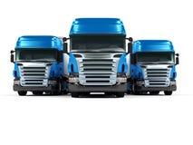 Zware blauwe vrachtwagens die op witte achtergrond worden geïsoleerdd Stock Foto
