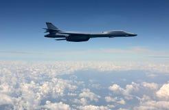 Zware bommenwerper tijdens de vlucht Royalty-vrije Stock Foto's
