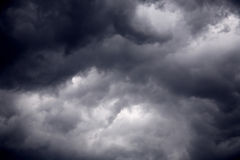 Zware gagel zwarte stormachtige wolken Royalty-vrije Stock Foto