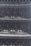 Zware regen met achtergrond van Japanse pagode