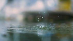 Zware regen op weg stock video