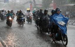 Zware regen, regenachtig seizoen bij Ho Chi Minh-stad Royalty-vrije Stock Afbeeldingen