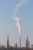 Zware rookverontreiniging van de stapels van de steenkoolelektrische centrale Royalty-vrije Stock Afbeeldingen