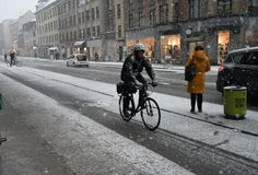 Zware sneeuwdalingen van Deens hoofdkopenhagen Denemarken stock afbeelding