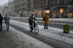 Zware sneeuwdalingen van Deens hoofdkopenhagen Denemarken stock afbeeldingen
