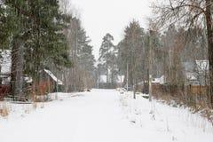 Zware sneeuwval in het dorp van Vyritsa Royalty-vrije Stock Afbeeldingen