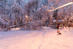Zware sneeuwval in Moskou huizen en straten tijdens blizzard Royalty-vrije Stock Fotografie