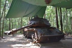 Zware Tank bij Vietcong tunnelsystemen in Cu-Chi in Vietnam, Azië Stock Afbeeldingen