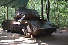 Zware Tank bij Vietcong tunnelsystemen in Cu-Chi in Vietnam, Azië Royalty-vrije Stock Fotografie