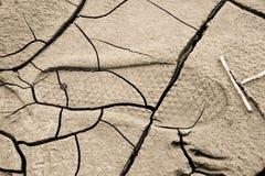 Zware voetafdruk verlaten op een modderig zand door een mannelijke laars Royalty-vrije Stock Afbeeldingen