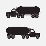 Zware vrachtwagen met chemische tank zwarte kleur Stock Foto