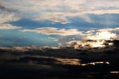 Zware wolken bij zonsondergang Stock Fotografie