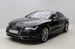 Zwart Audi A7 op grijze achtergrond Stock Afbeeldingen