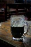 Zwart bier Stock Afbeeldingen