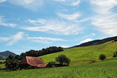 Zwart boslandbouwbedrijfhuis Royalty-vrije Stock Fotografie