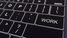 Zwart computertoetsenbord en gloeiende het werksleutel Het conceptuele 3d teruggeven Stock Afbeelding