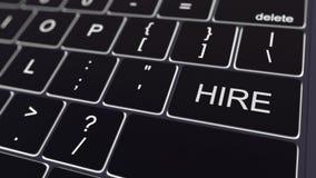 Zwart computertoetsenbord en gloeiende huursleutel Het conceptuele 3d teruggeven Royalty-vrije Stock Foto's