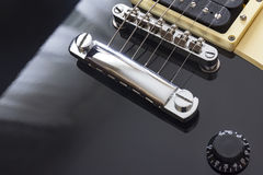 Zwart elektrisch het close-up macro, zwart lichaam van de gitaarbrug Stock Foto's