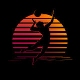 Zwart en oranje strepenembleem met het silhouet van de volleyballspeler stock illustratie
