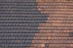 Zwart en rood betegeld dak Royalty-vrije Stock Fotografie