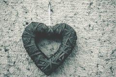 Zwart houten hart Stock Foto's