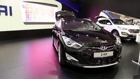 Zwart Hyundai i40 bij automobiel-show stock videobeelden