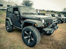 Zwart Jeep Wrangler Rubicon stock foto's