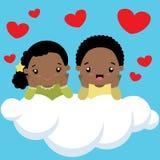 Zwart jongen en meisje op de dagkaart van wolkenvalentijnskaarten royalty-vrije illustratie