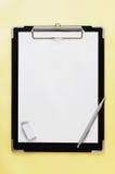 Zwart klembord met exemplaarruimte. Royalty-vrije Stock Afbeeldingen